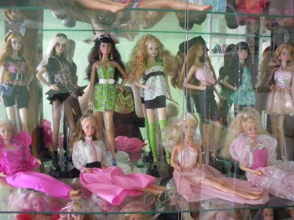 Ma collection de poupées Barbies - Page 2 Imgp0784