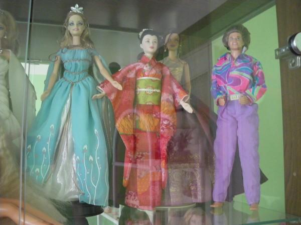 Ma collection de poupées Barbies - Page 2 Imgp0789