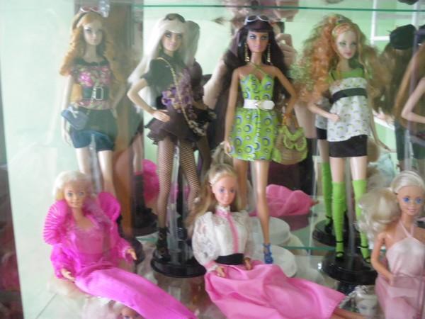 Ma collection de poupées Barbies - Page 2 Imgp0790