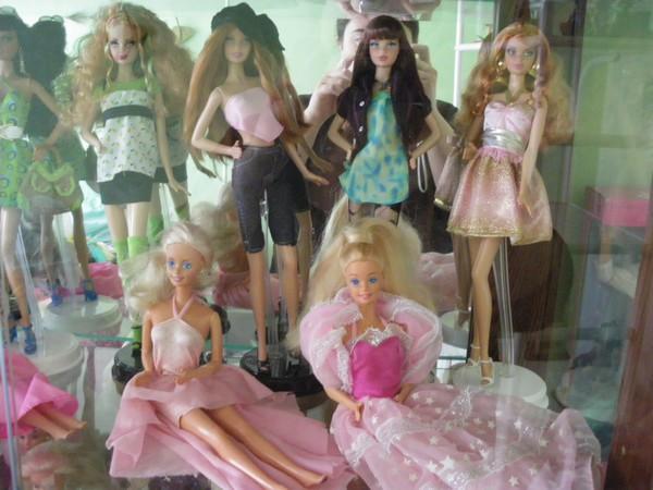 Ma collection de poupées Barbies - Page 2 Imgp0791