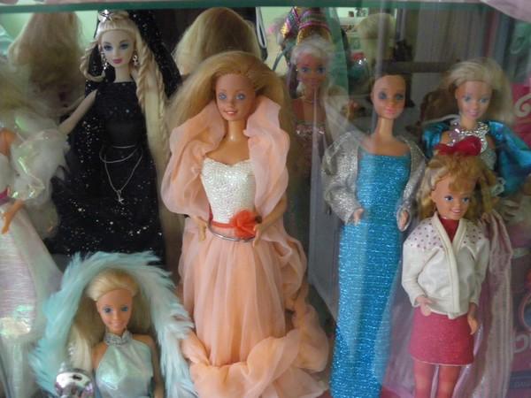 Ma collection de poupées Barbies - Page 2 Imgp0793