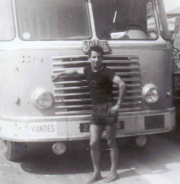 Des photos de camions bétaillères à moutons et d'autres photos de camions aussi conduit par Henry Elie . Barber16