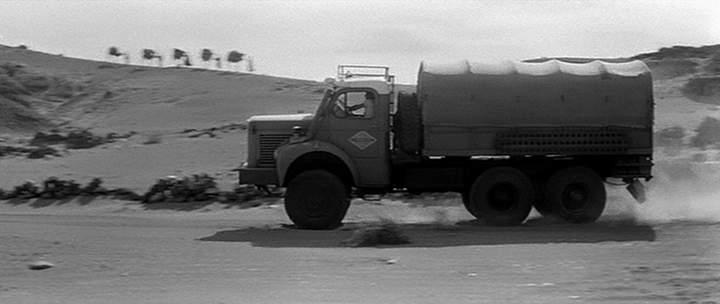 Des photos de camions bétaillères à moutons et d'autres photos de camions aussi conduit par Henry Elie . Berlie22