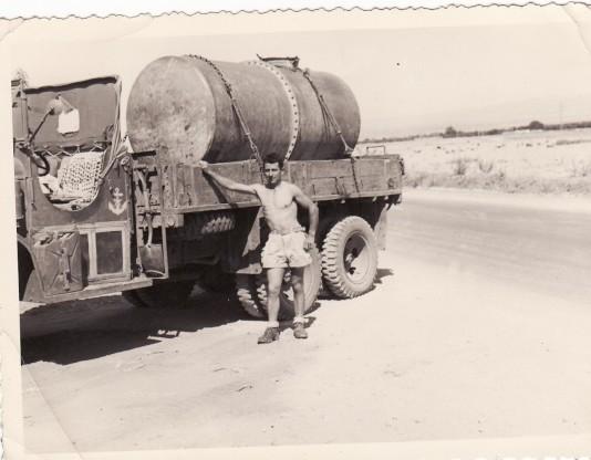 Des photos de camions bétaillères à moutons et d'autres photos de camions aussi conduit par Henry Elie . Citern10