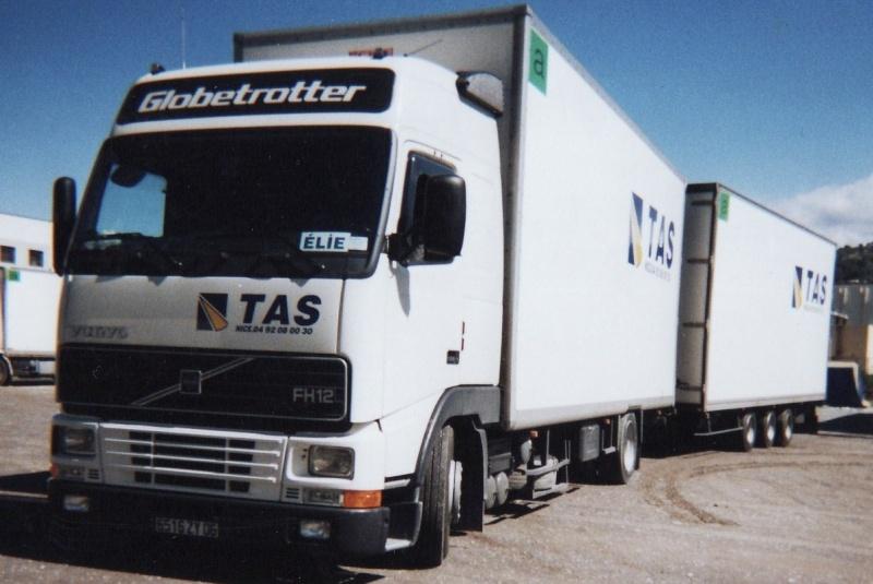 Des photos de camions bétaillères à moutons et d'autres photos de camions aussi conduit par Henry Elie . Tas13