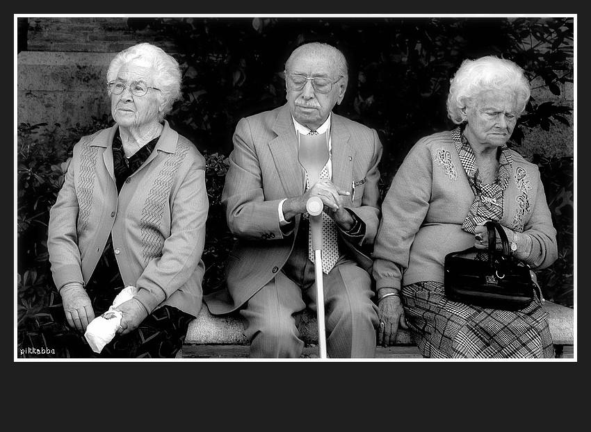 Les vieux ne parlent plus ou alors seulement parfois du bout Lesvie10