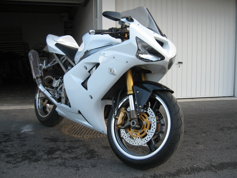 Un 636 blanc... Un! Zx-r_619