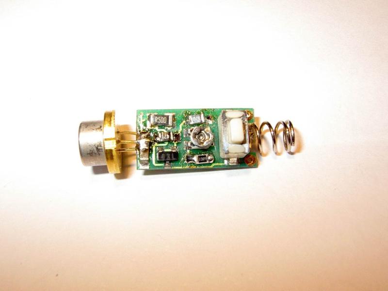 كيف تصنع ليزر حارق من ليزر عادى + معلومات ليزر أخضر شرير لدفاع 100mw+ وصناعة ليزر بالسيدروم Pict0918