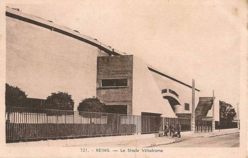 Le Stade Auguste DELAUNE Cpa_vu10
