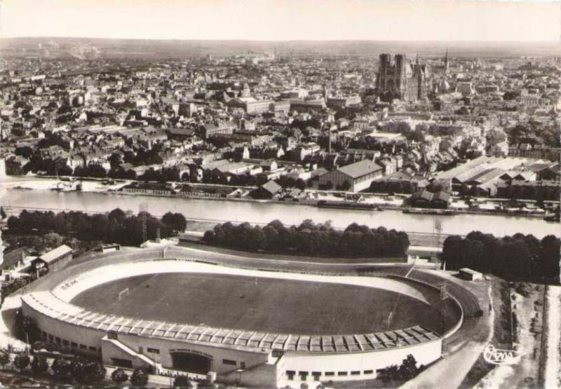 Le Stade Auguste DELAUNE Cpsm_v10
