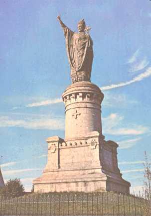 Le Pape URBAIN II Statue11