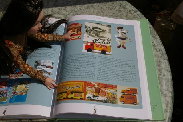 """THEME DU MOIS D'AVRIL 2012 : ELLO et les Animaux, ou la couleur """"Chocolat""""  - Page 3 Imgp2129"""