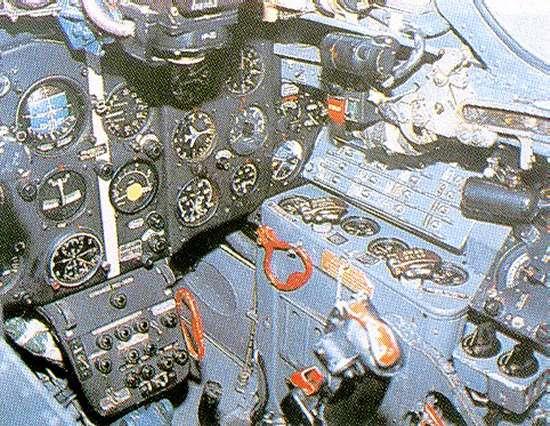 موسوعة اجيال الطائرات المقاتلة واشهر طائرات كل جيل - صفحة 4 Mig17_10