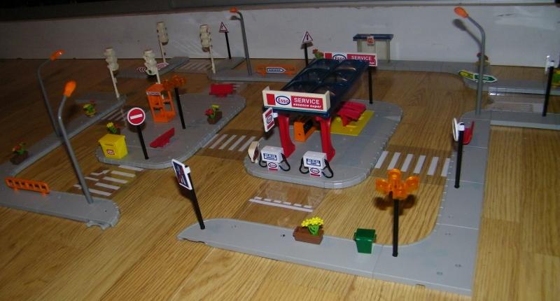 N°733 ensemble station esso, arrèt bus, petite place 101_7328