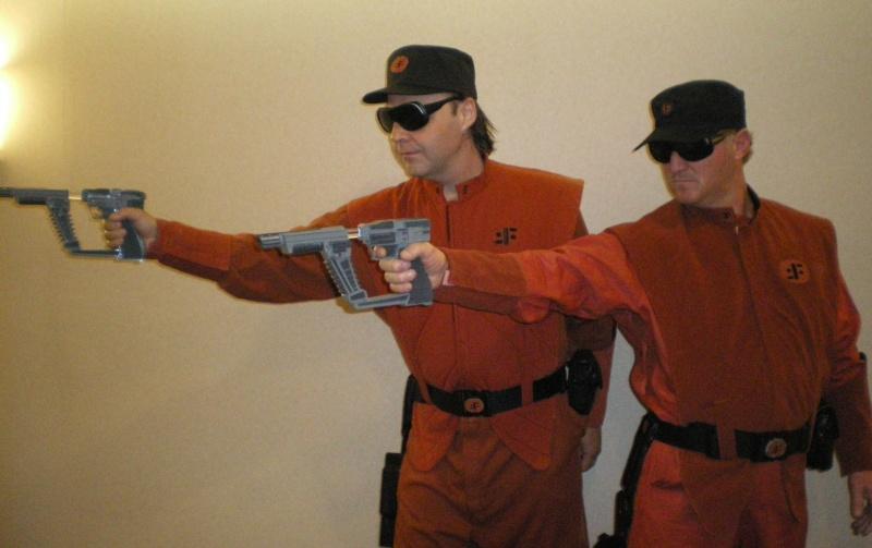 """ V "" Visiteur laser gun holster  Imgp5417"