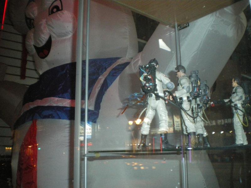 La vitrine du magasin Legends avec le Stay puff  Imgp5817