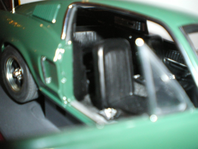 Mustangs 1968 à l'échelle 1:18  Imgp6212