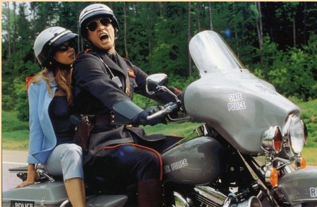 Ils ont posé avec une Harley, principalement les People - Page 2 Captu464