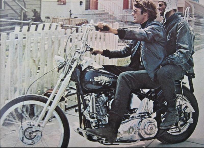 Ils ont posé avec une Harley, principalement les People - Page 3 Captu586