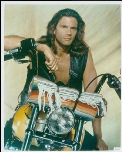 Ils ont posé avec une Harley, principalement les People - Page 5 Captu787