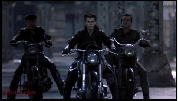 Ils ont posé avec une Harley, principalement les People - Page 5 Captur72