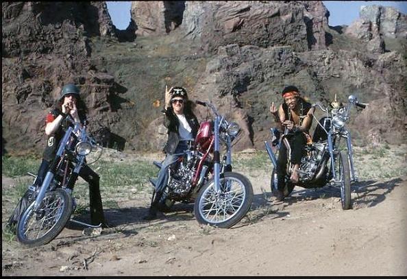 Ils ont posé avec une Harley - Page 37 Captur89