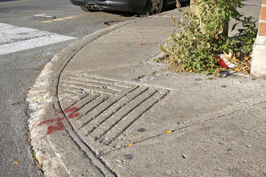 Pot qui frotte sur le dessous sur petit trottoir Trotto10