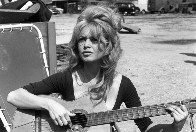 Bardot VS Deneuve 32082510