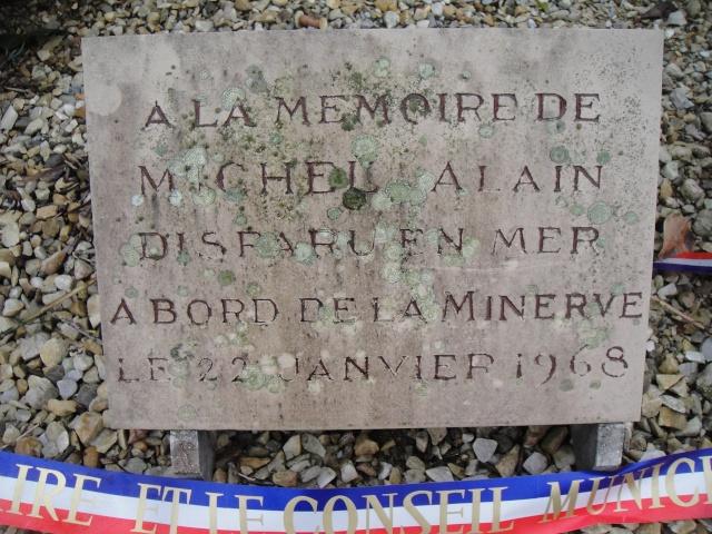 [Histoires et Histoire] Monuments aux morts originaux Français Tome 1 - Page 2 Dsc05421