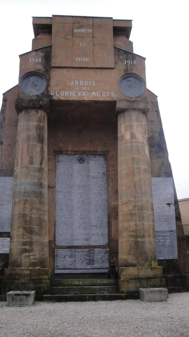 [Histoires et Histoire] Monuments aux morts originaux Français Tome 1 - Page 2 Dsc05610