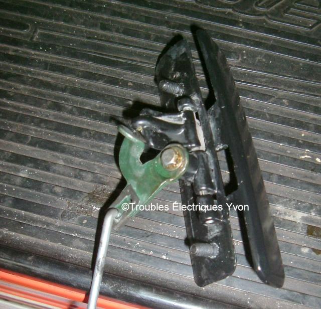 Lumina APV, réparer une poignée de porte ext Dscf3110