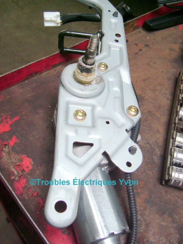 Kia Sportage 2006, essuie-glace arrière, pivot saisi Kia_sp10
