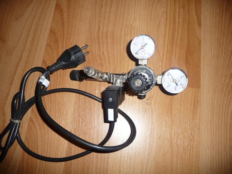 detendeur de CO2 + electrovanne P1050110