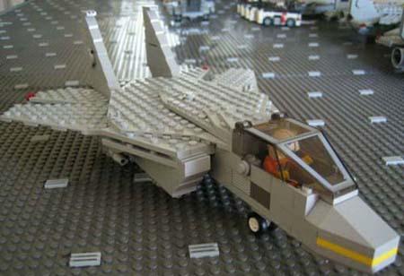 صور رجل صنع حاملة طائرات كاملة من الليجو 17yp310