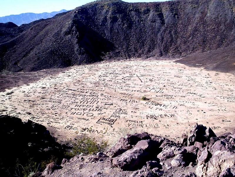 Volcan taggé du Cerro Prieto, Mexique 2012-029