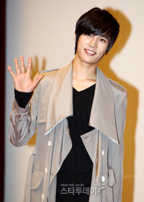 [NEWS] 12/04/12 - JungMin annule son contrat avec la CNR Media (Up : 31/07/2012) 20120714