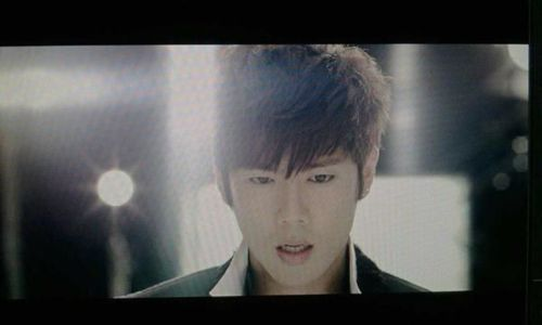 [SOLO] 27/09/2011 - Kim KyuJong {TURN ME ON} - Page 2 Tumblr11