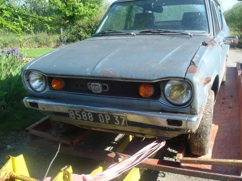une 100A 2 portes Datsun23