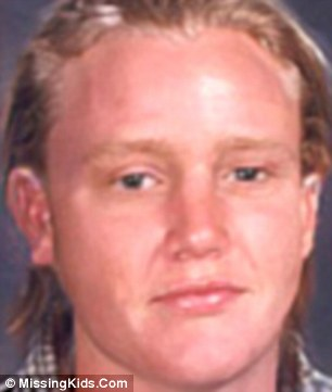 STEVE CARTER AKA MARX PANAMA BARNES - Hawaii - 21/06/77 -- He recogonised himself from an age progressed photo of what he might look like aged 28 on Missing Kids Website. Sc11