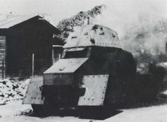 Blindé improvisé place Gambetta Orléans 16 août 1944 Inconn11