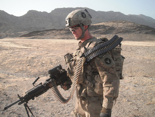ARTICLE: US Soldiers Make Real 'Predator' Machine Gun Pack Ironma10