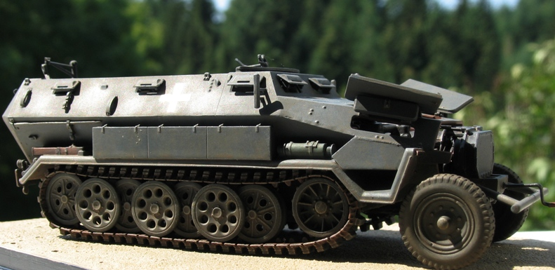 sd.kfz 251/1 Ausf A(en réparation) ICM 1/35 Img_0011