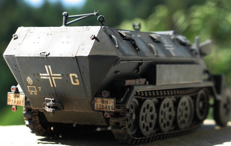 sd.kfz 251/1 Ausf A(en réparation) ICM 1/35 Img_0014