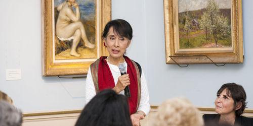 Daw Aung San Suu Kyi - Page 3 1491410