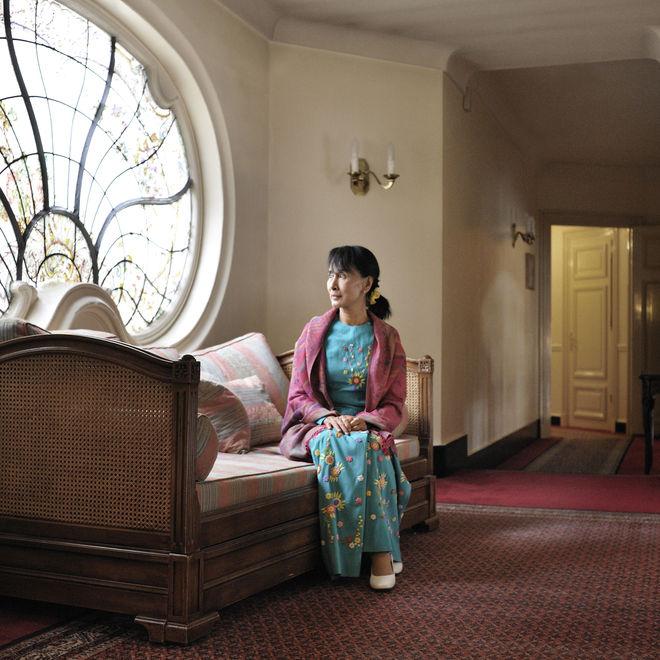 Daw Aung San Suu Kyi - Page 2 17251410