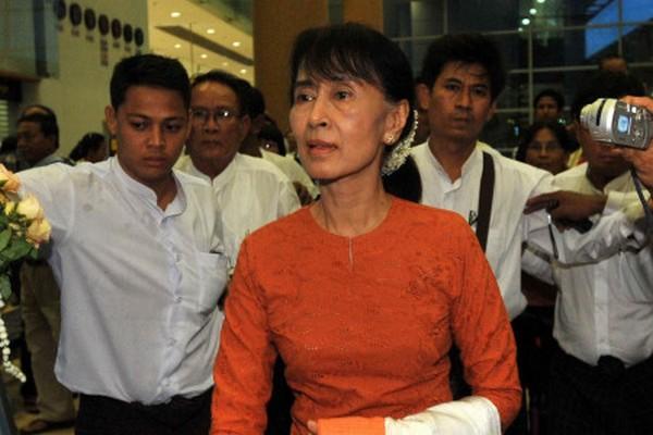 Daw Aung San Suu Kyi 39269910