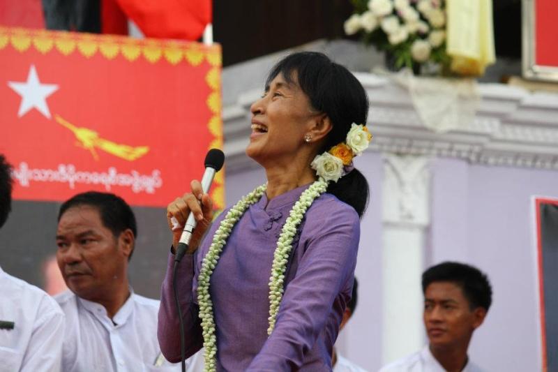 Daw Aung San Suu Kyi 39893010