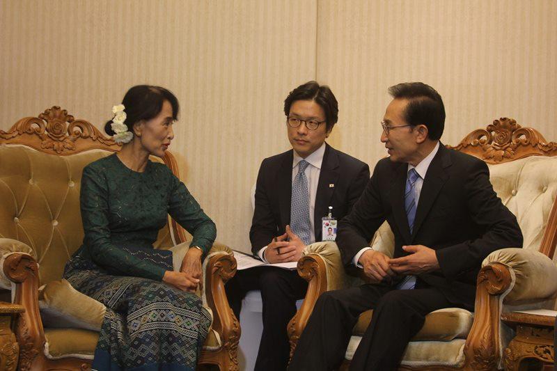 Daw Aung San Suu Kyi 53999710