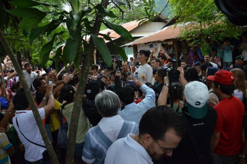 Daw Aung San Suu Kyi - Page 2 59847610