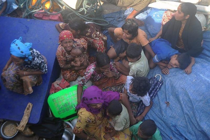 Birmanie / Bangladesh  - Répression contre les Rohingyas 98942710